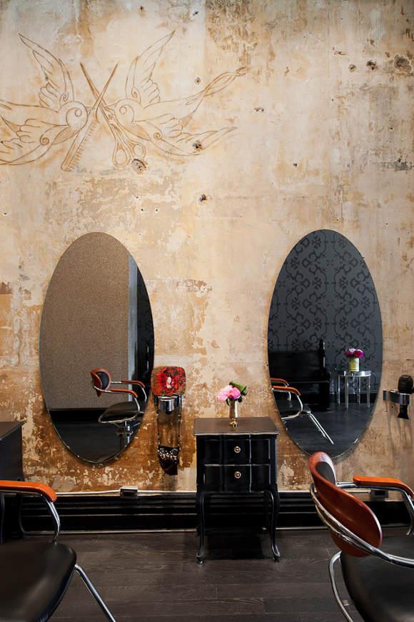 Un salon de coiffure au style Glamrock   Frenchy Fancy