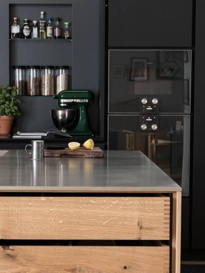 Une cuisine noir & bois - FrenchyFancy