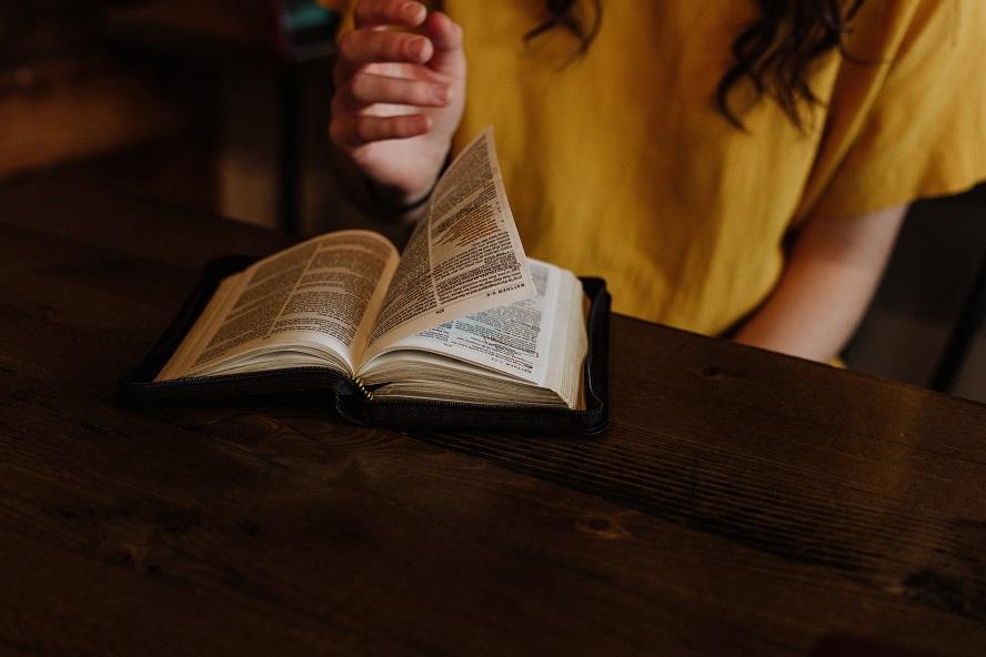Pourquoi ai-je parfois l'impression que la Bible se contredit ?