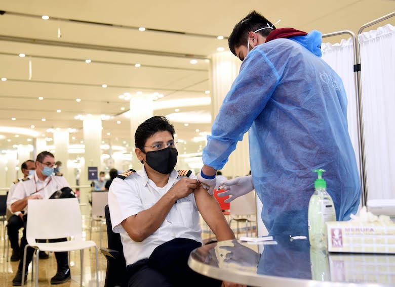 Emirates-gruppen har startet sitt Covid-19 vaksinasjonsprogram for sine ansatte basert i UAE (De forente arabiske emirater).