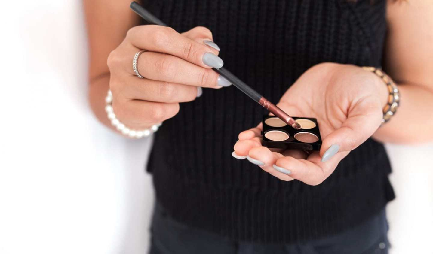 Makeup in Humidity; How to apply humidity proof makeup in the summertime.