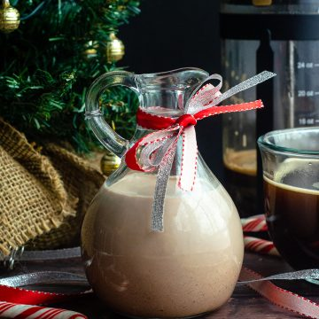 Peppermint Mocha Coffee Creamer: Just a few ingredients and 5 minutes gets you an all-natural, chemical free holiday flavored cup of coffee!