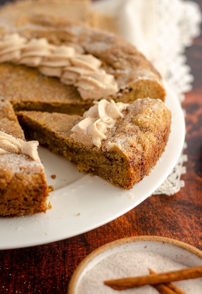 sliced snickerdoodle cookie cake