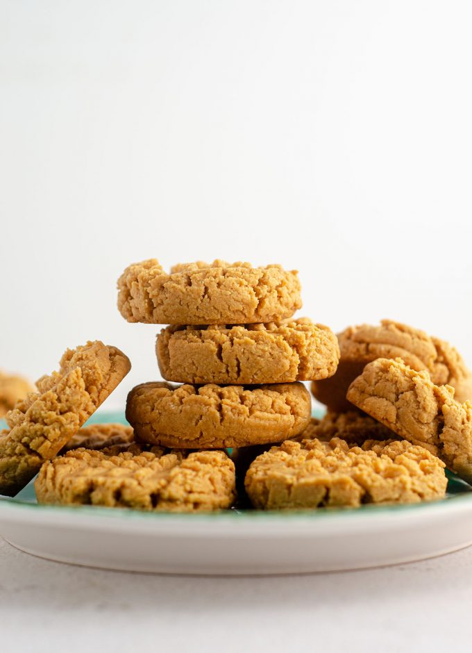 vegan and gluten-free peanut butter cookies sitting on a turquoise plate
