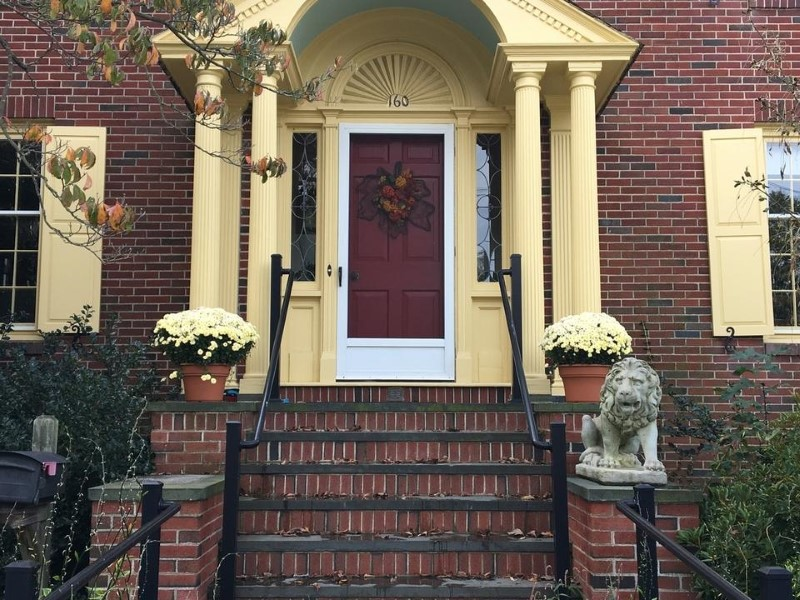 The Benefits & Meaning of Lion Statue in the Front Porch