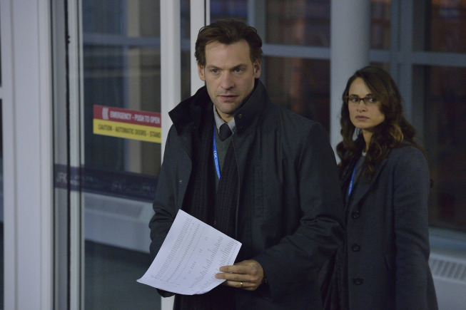 Pictured: (L-R) Corey Stoll as Ephraim Goodweather, Mia Maestro as Nora Martinez. CR. Michael Gibson/FX