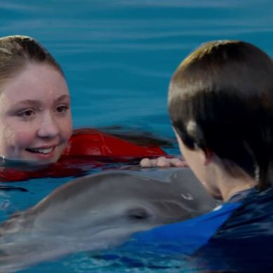 Interview: Testing 'Dolphin Tale 2' Cast's Dolphin IQ