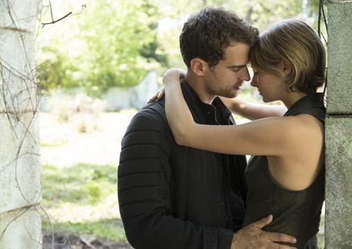 Shailene Woodley & Theo James Go Beyond The Wall In 'THE DIVERGENT SERIES: ALLEGIANT' Trailer