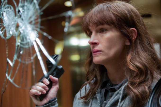 Julia Roberts smashes a mirror in SECRET IN THEIR EYES. Courtesy of STX Entertainment.