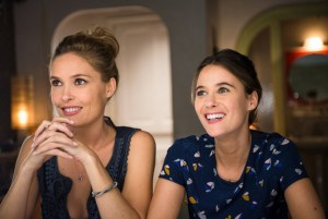 Lilou Fogli & Mélanie Bernier in BLIND DATE. Courtesy of Paramount Pictures France.