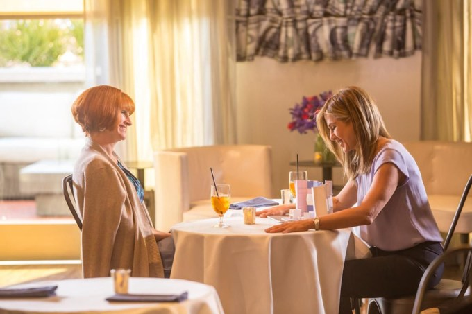 Julia Roberts & Jennifer Aniston in MOTHER'S DAY. Courtesy of Open Road.