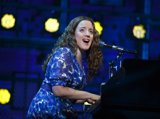 Abby-Mueller-as-Carole-King-in-Beautiful-Broadway-Chicago-1