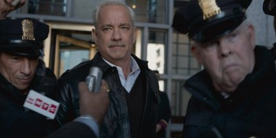 Sully (Hanks) coming under intense fire from the media. Courtesy of Warner Bros.