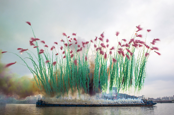 Movie Review: 'SKY LADDER: THE ART OF CAI GUO-QIANG' – Ooh Baby You're A Firework