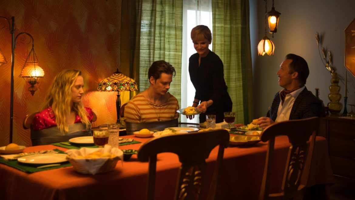SXSW Review: 'VILLAINS' – Bill Skarsgard and Maika Monroe star in this zippy home invasion comedy
