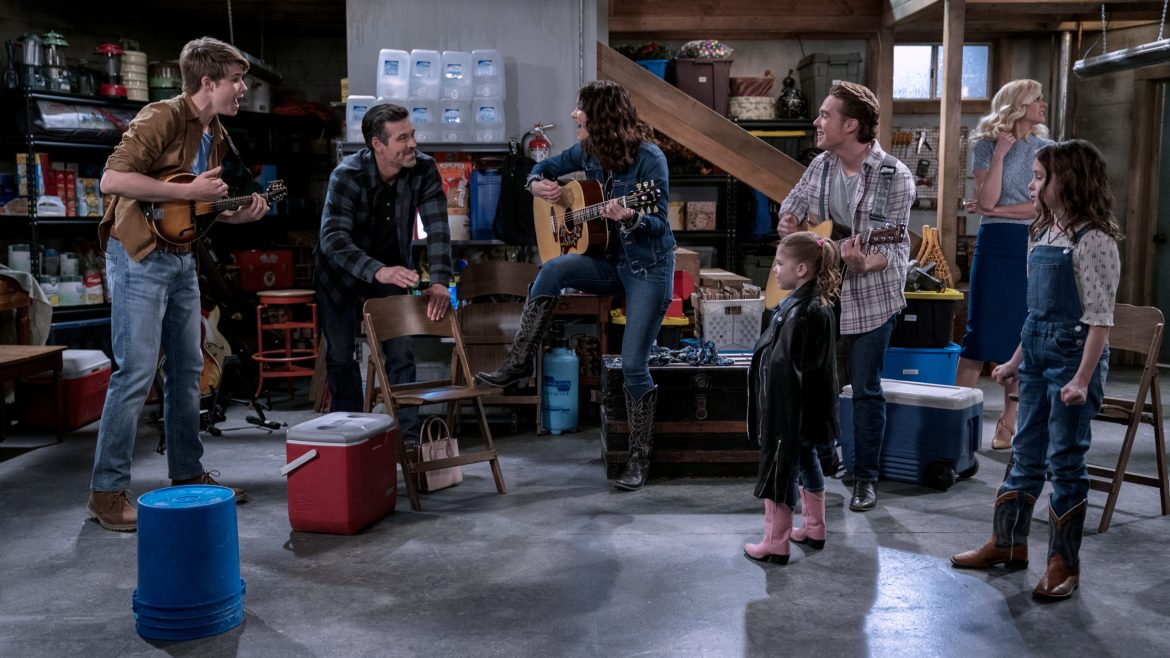 [Video Interview] 'COUNTRY COMFORT' stars saddle up for a Netflix sitcom with a country music twist