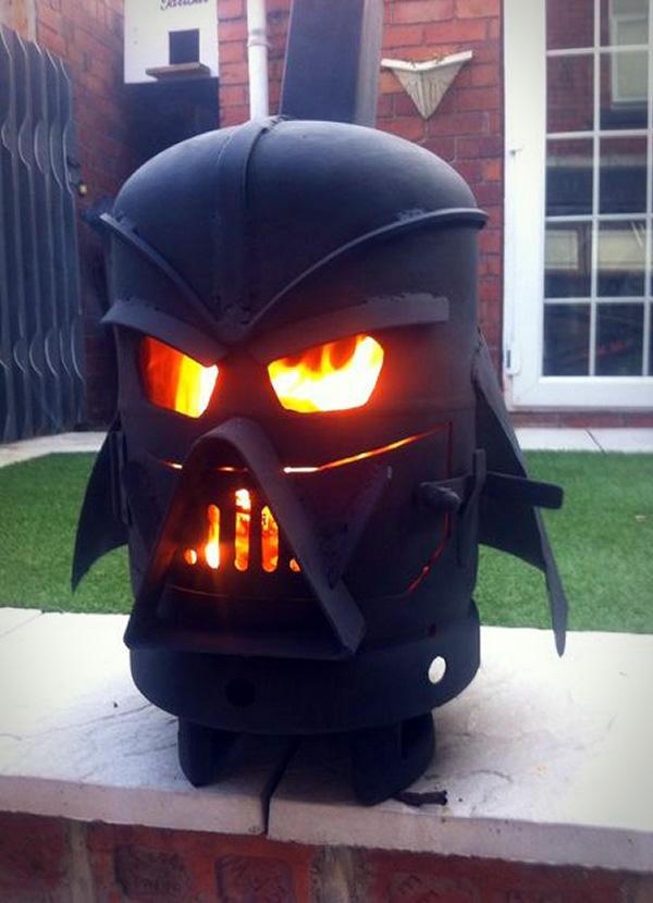 Een Darth Vader houtkachel voor in de tuin  Freshgadgetsnl