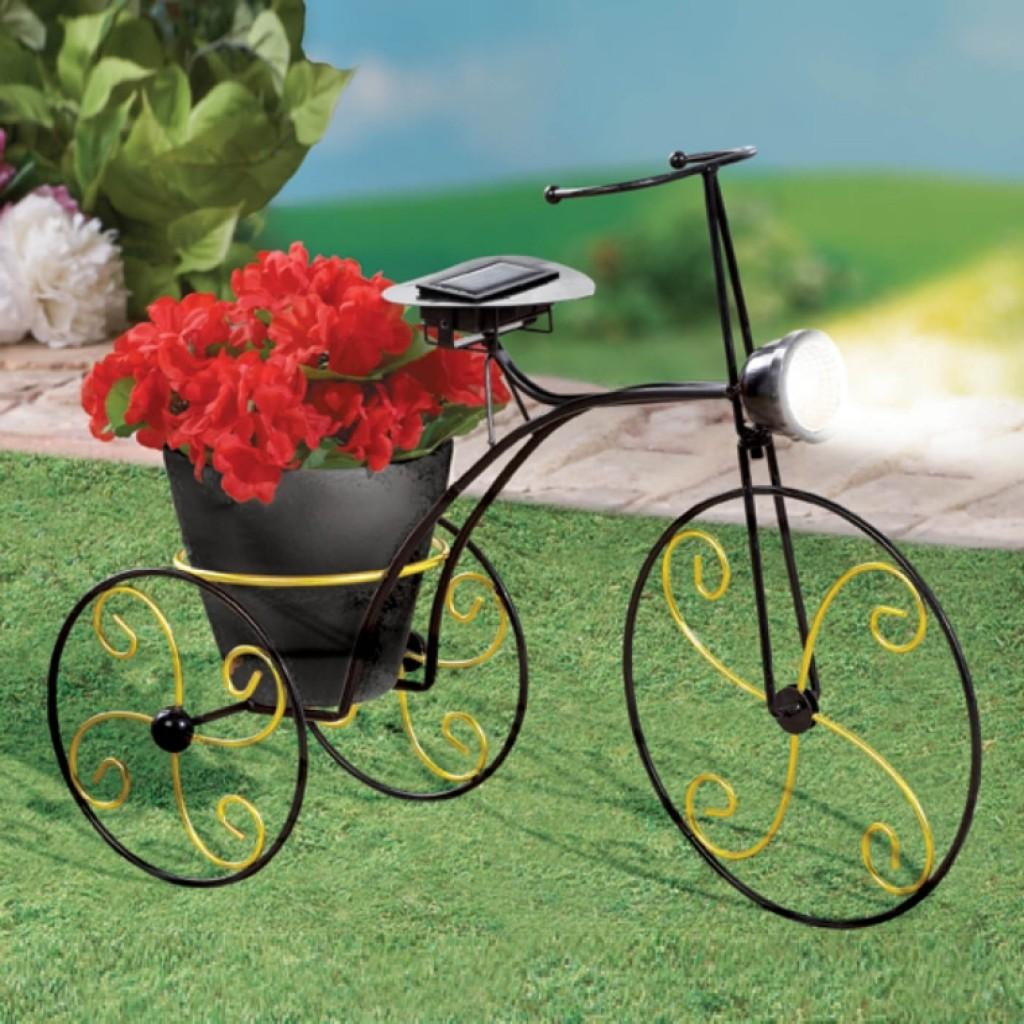 SolarPowered Metal Bicycle Garden Planter  Fresh Garden