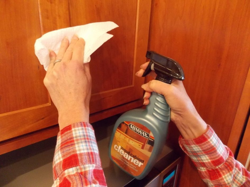 best way to remove grease from kitchen cabinets island chandeliers cleaning cabinet doors home design ideas how 27 feb before painting buildup stains top of painted marks uk and grime