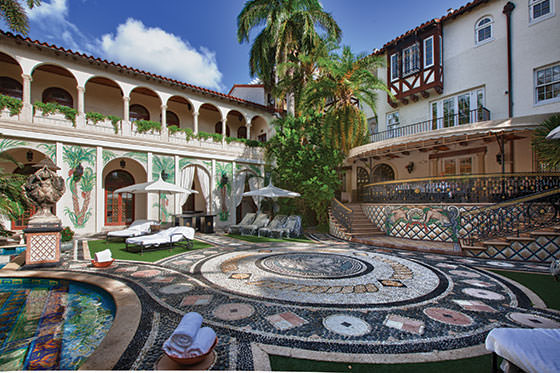 Locuinta lui Gianni Versace  grandioasa ca numele sau  Fresh Home