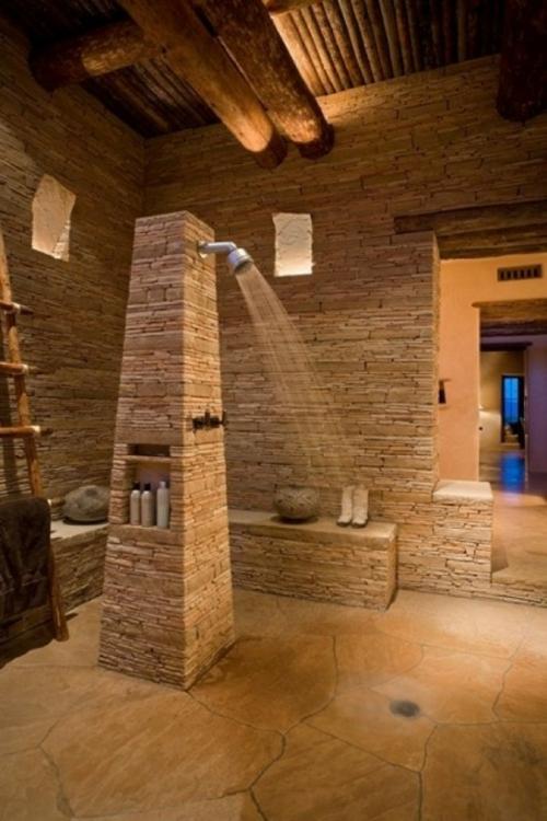 Interessantes Badezimmer Design  alles im Bad aus rauem Stein