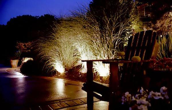 Faszinierende Beleuchtung im Garten  ein kleines Paradies