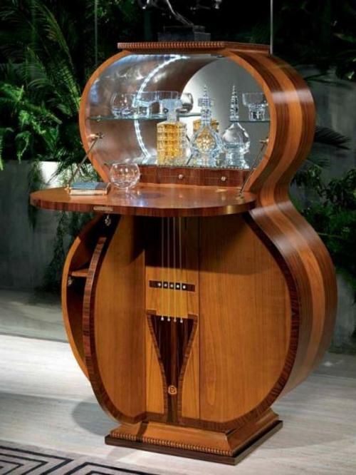 Hausbar in Form von Gitarre in Italien hergestellt