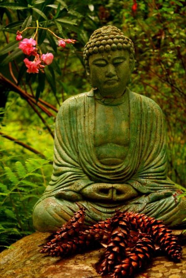 Buddha Figuren im Garten  Verwhnen Sie Ihren Geist