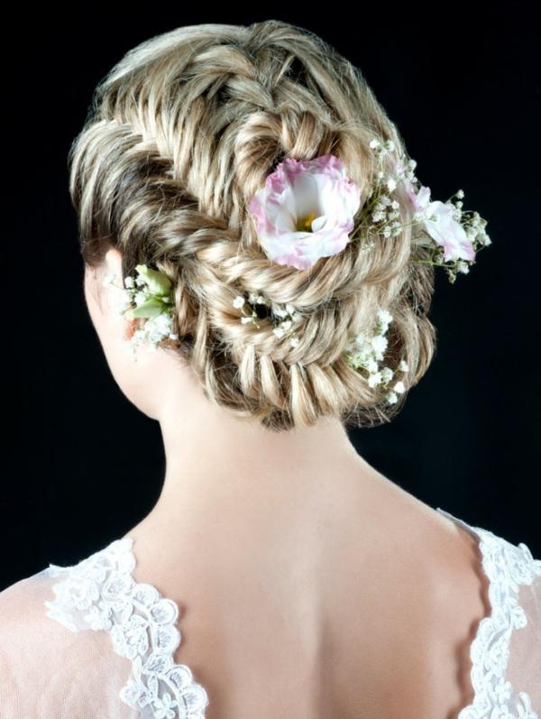 Brautfrisuren mit Blumen  der natrliche Haarschmuck fr jede Braut