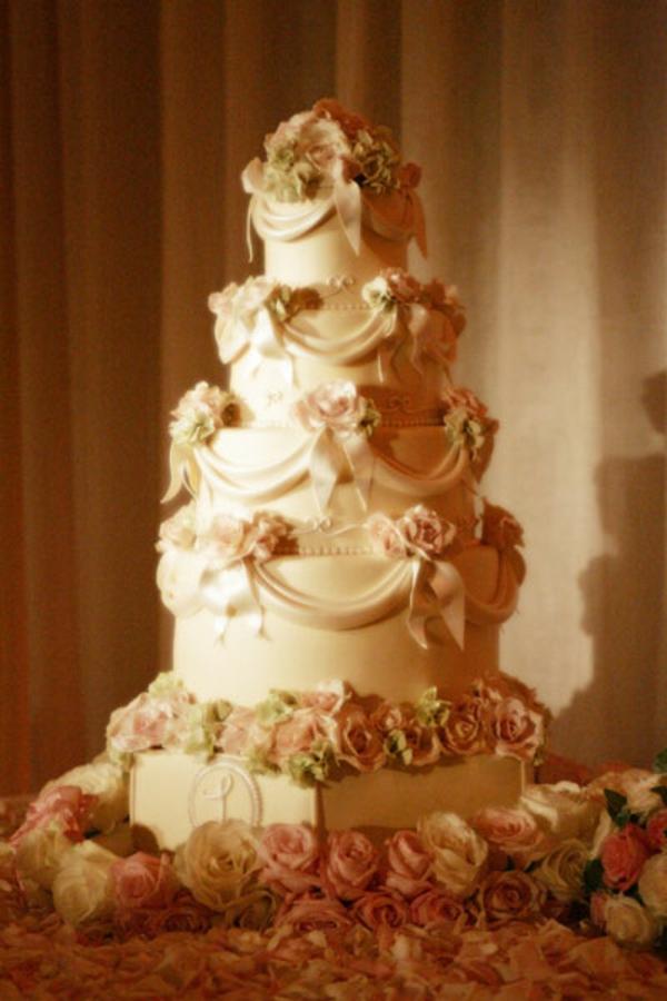 Mehrstckige Hochzeitskuchen und Torten fr eine unvergessliche Feier