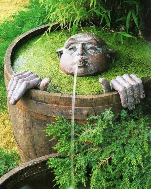 Moderne Gartengestaltung  Tolle Ausstattung des Innenhofs mit Brunnen