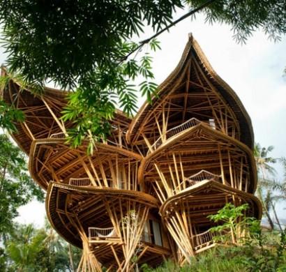 Magische Huser aus Bambus Holz auf Bali