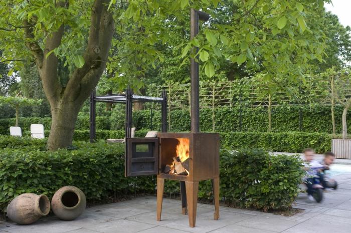 Feuerstelle im GartenSammeln wir uns doch ums Feuer im Garten herum