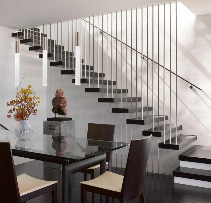 Schicke Treppengelnder verschnern das moderne Treppenhaus