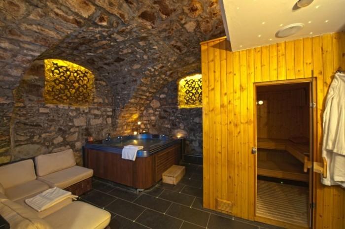 Wellness fr Zuhause  Whirlpool Sauna oder Dampfdusche