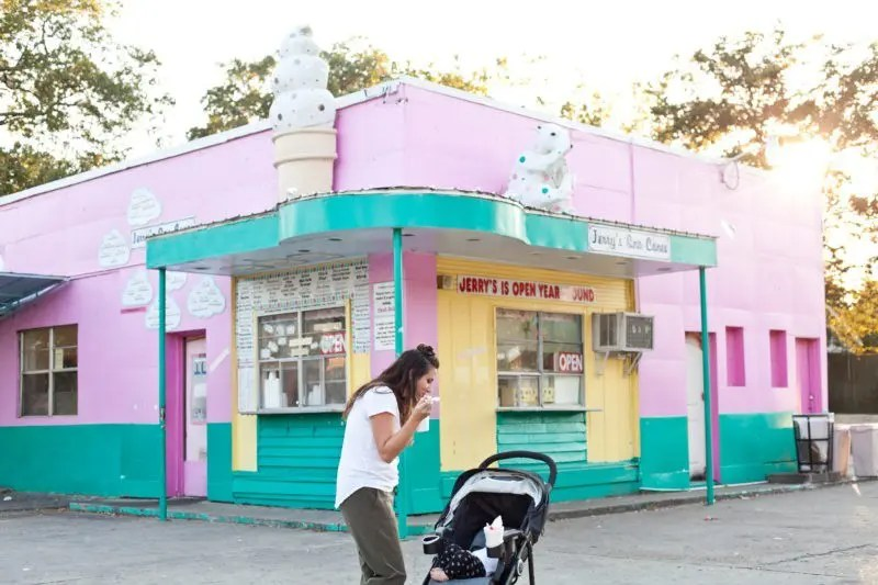 Family Friendly Memphis City Guide from Tabitha Blue of Fresh Mommy Blog with a delicious stop at the famous Jerry's Snow cones! Tennessee travel.