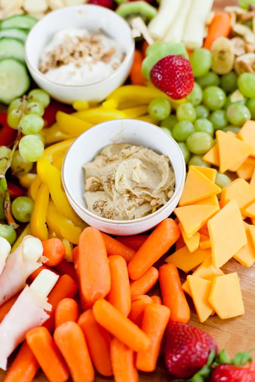 Top 10 School Snacks for Kids! Whether you're looking for a snack to pack before lunch, a great lunch box side dish or an after school snack, we've got healthy options the kids will have fun eating!