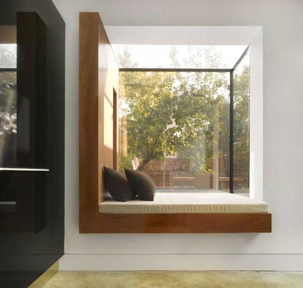 modern window3 Excellent Use of Space and Natural Light : Modern Oriel Window