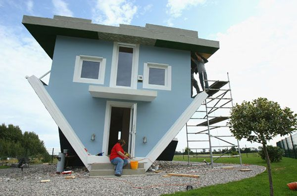 updw01 Crazy Upside Down House in Germany