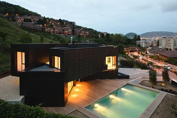 qhouse Q House by asensio mah in collaboration with JMAguirre Aldaz
