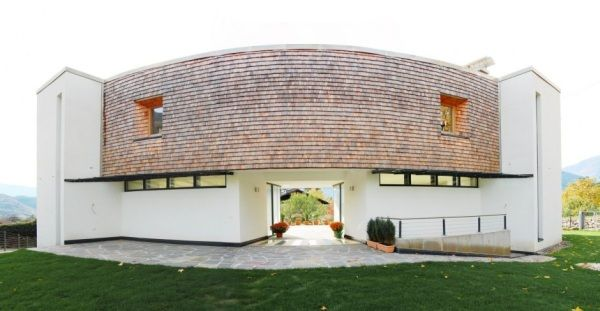 villa san valentino1182 Charming Modern House with a Twisted Traditional Exterior