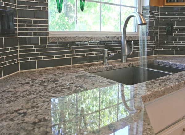 tile backsplash e1282281601750 6 Tips to Choose the Perfect Kitchen Tile