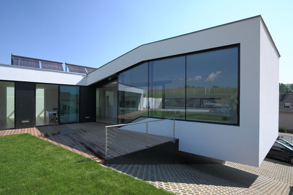 1282928482 03 exterior day1 Unusual Looking Residence in Slovakia : Dom Zlomu
