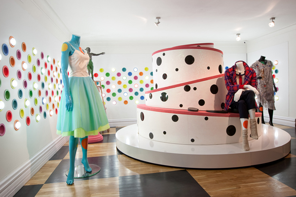 MoodSwings cake Apartment Store in Moscow Inspired by Alice in Wonderland