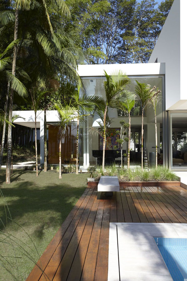 mr 300810 031 The Morumbi Residence: Exotic Landscapes and Diverse Interior Design