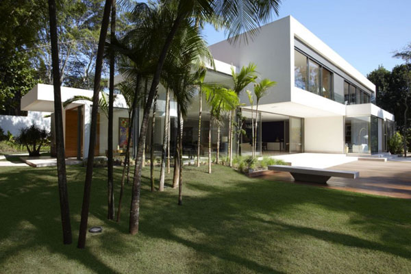 mr 300810 06 940x6261 The Morumbi Residence: Exotic Landscapes and Diverse Interior Design