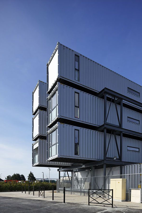 sh 290910 09 Ingenious Project : 100 Student Dorm Rooms Made From Shipping Containers