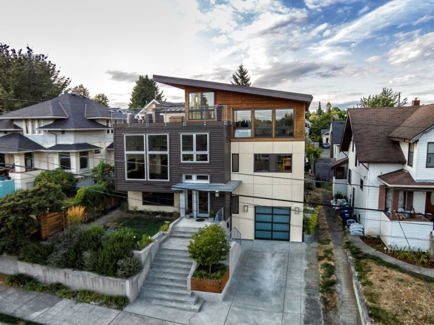 Contemporary Split-Level House With Views Of Downtown