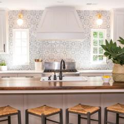 Pictures Of Kitchen Designs Wusthof Shears Here Are 15 Modern Farmhouse Ideas To Inspire You Feel Free Infuse The Space With A Touch Pattern But Remember That It S Important Go Subtle Rather Than Bold Image Kat Nelson