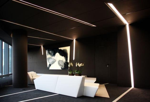 Schwarze Raumgestaltung  Brogebude Interior von ACERO  fresHouse
